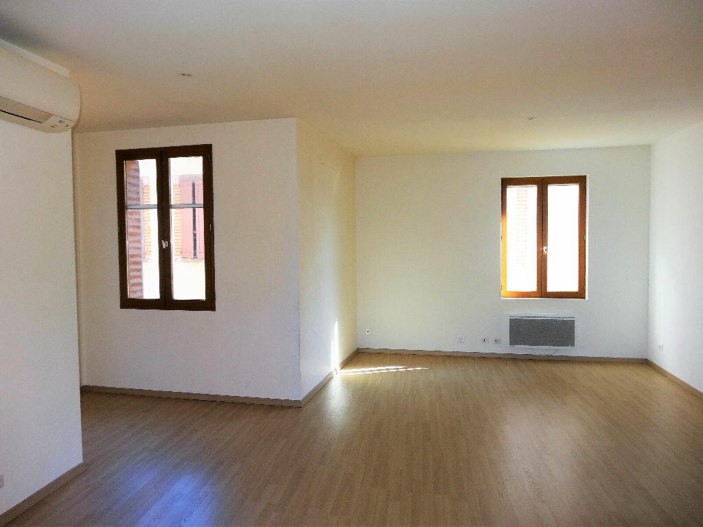 Appartement à louer 3 83m2 à Albi vignette-3