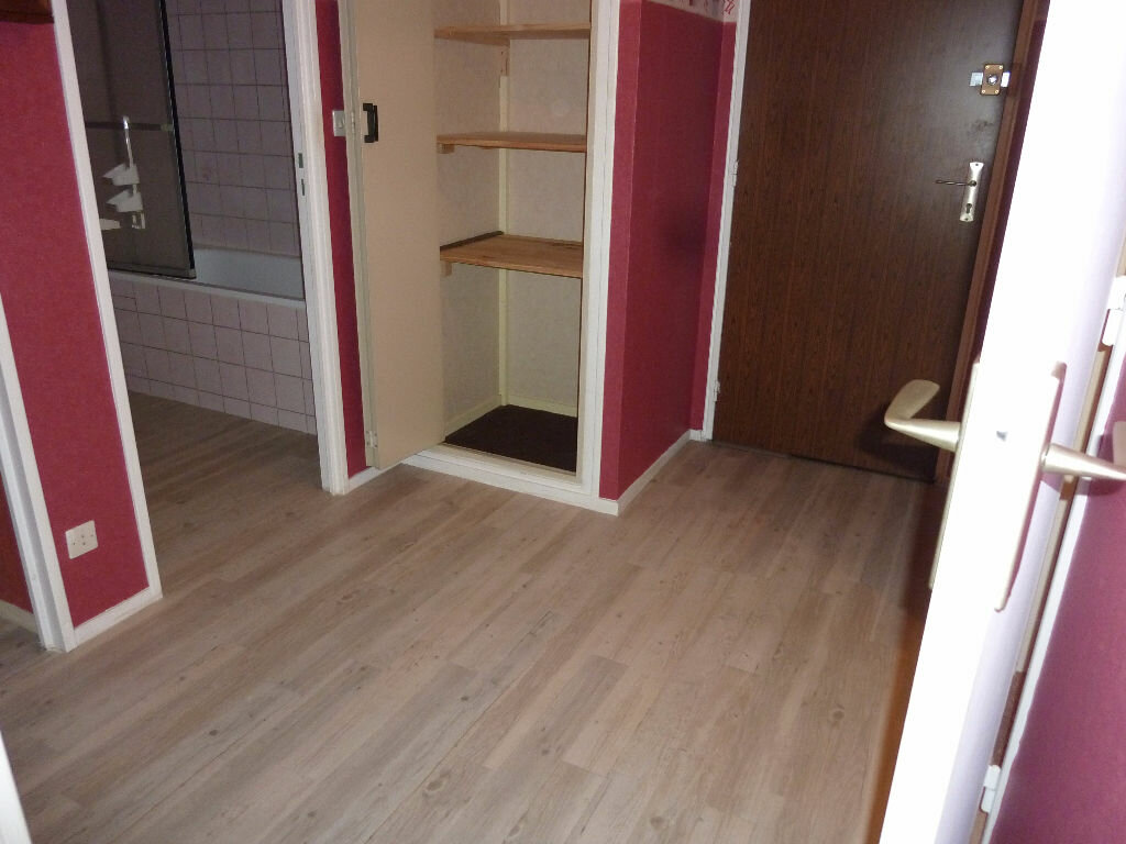 Appartement à louer 2 49m2 à Équeurdreville-Hainneville vignette-5