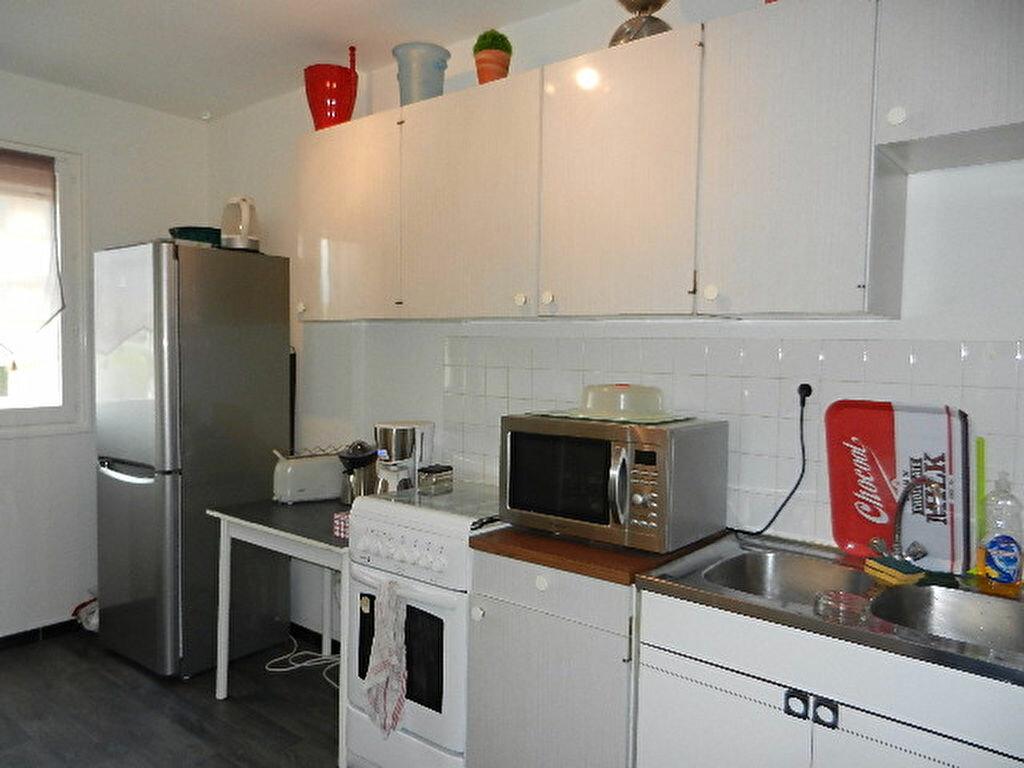 Appartement à louer 2 52m2 à Tourlaville vignette-2