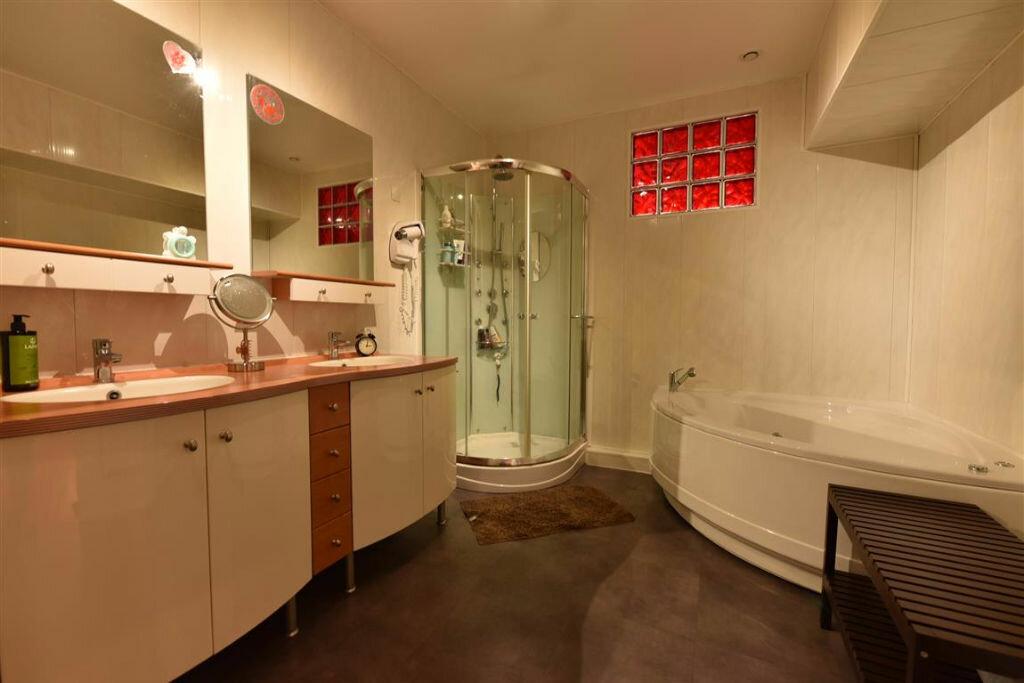 Appartement à louer 4 109.18m2 à Cherbourg-Octeville vignette-6