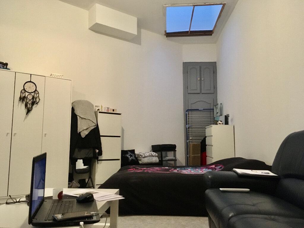 Appartement à louer 1 31.98m2 à Lille vignette-1