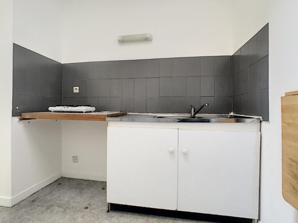 Appartement à louer 1 31.98m2 à Lille vignette-4