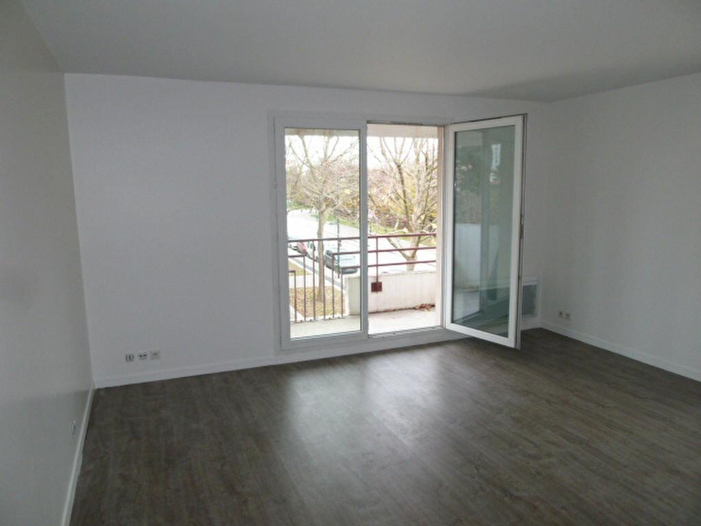 Appartement à louer 3 62.2m2 à Saint-Denis vignette-1