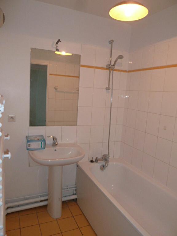 Appartement à louer 3 62.2m2 à Saint-Denis vignette-5