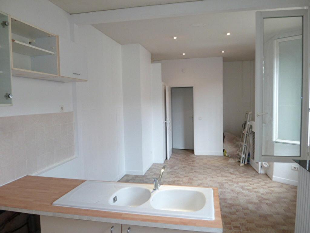 Appartement à louer 1 27.99m2 à Saint-Ouen vignette-3