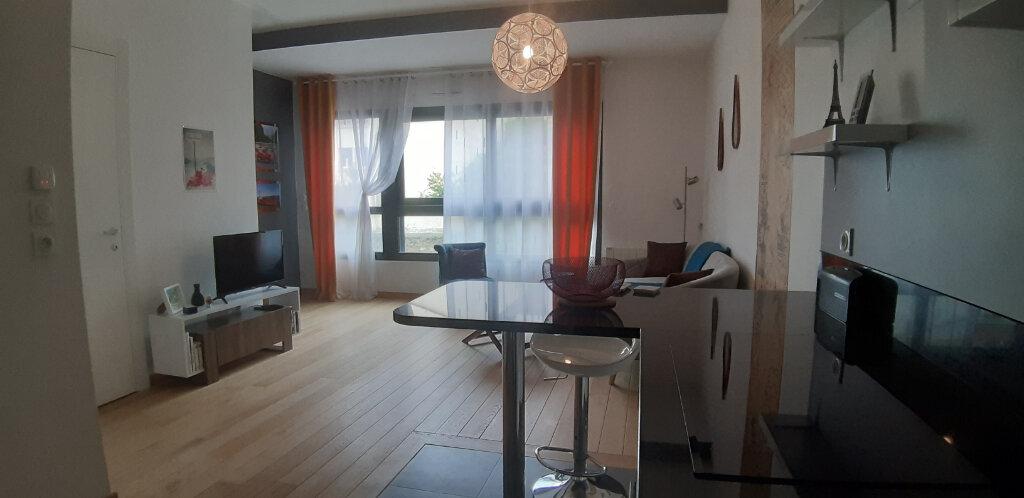 Appartement à louer 3 60.04m2 à Issy-les-Moulineaux vignette-2