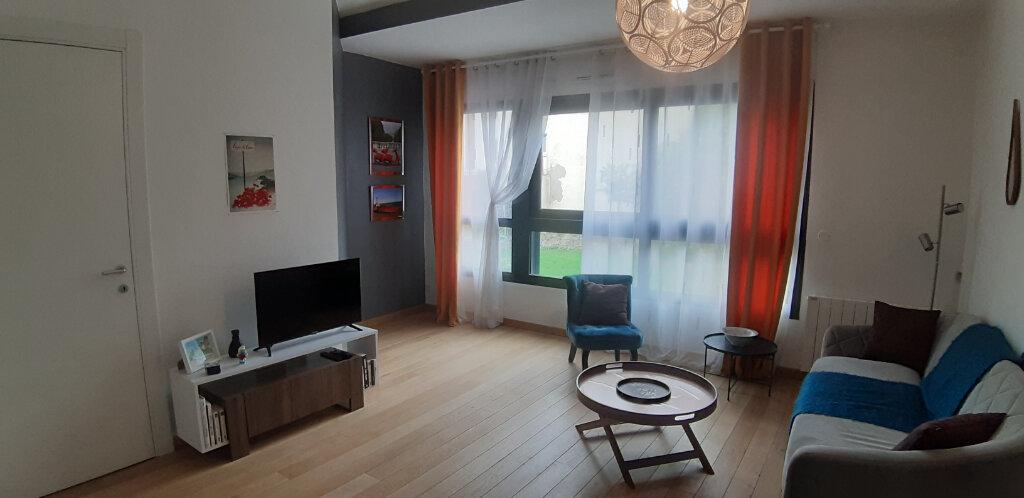 Appartement à louer 3 60.04m2 à Issy-les-Moulineaux vignette-3
