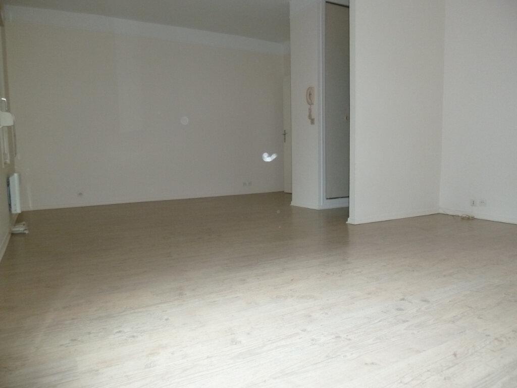 Appartement à louer 2 50.35m2 à Issy-les-Moulineaux vignette-3