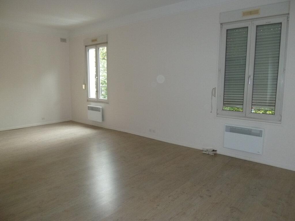 Appartement à louer 2 50.35m2 à Issy-les-Moulineaux vignette-4