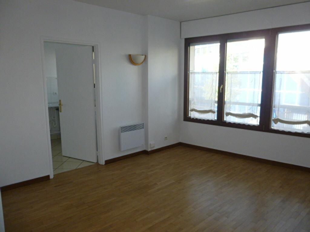 Appartement à louer 1 31.26m2 à Issy-les-Moulineaux vignette-1