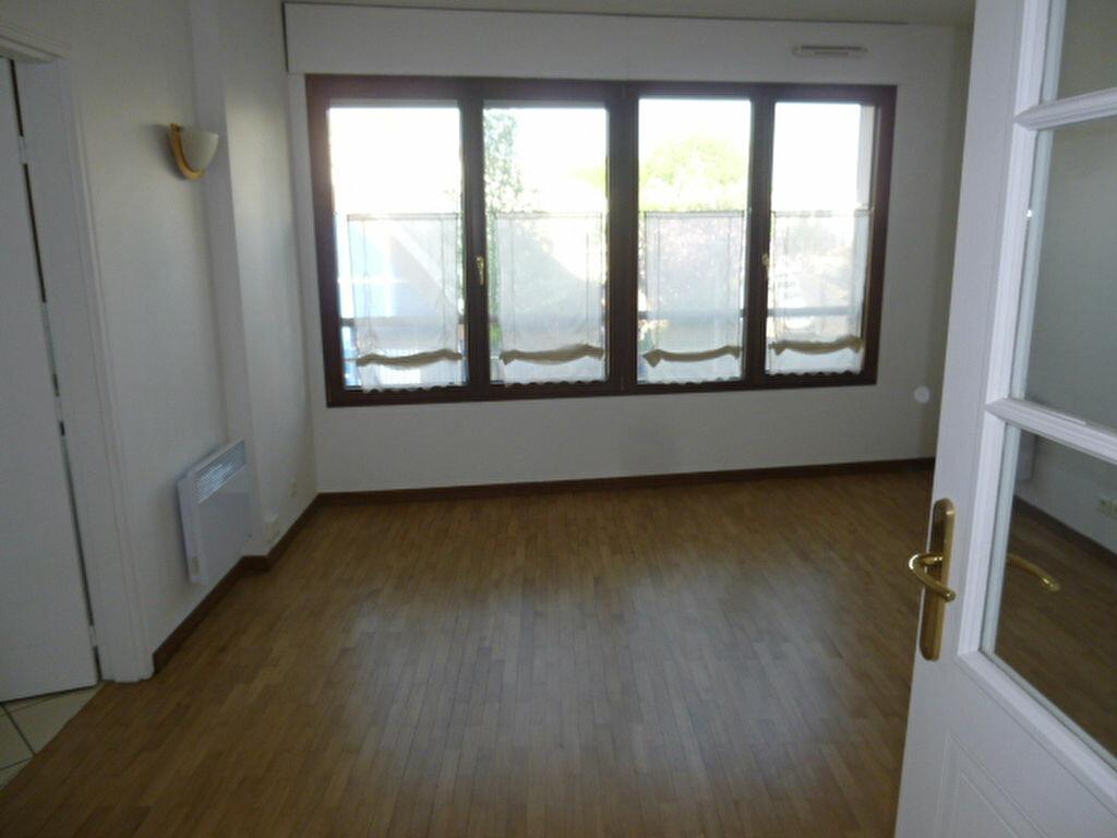 Appartement à louer 1 31.26m2 à Issy-les-Moulineaux vignette-2