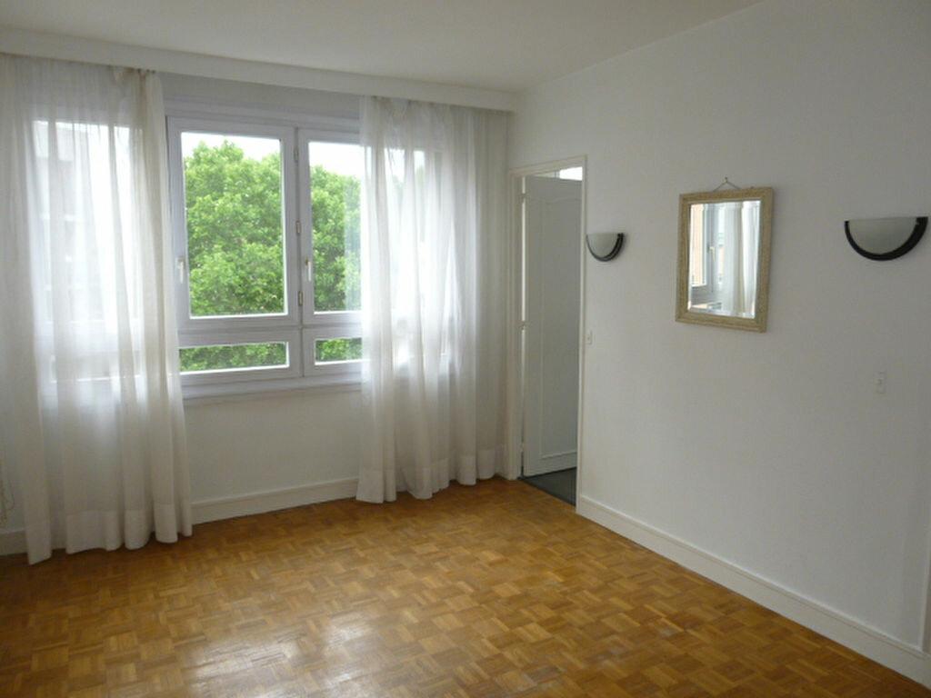 Appartement à louer 2 50.26m2 à Issy-les-Moulineaux vignette-6