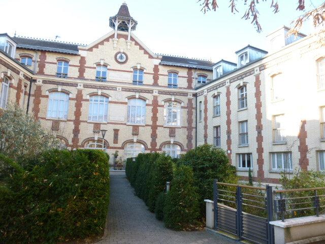 Appartement à louer 4 80.07m2 à Issy-les-Moulineaux vignette-1