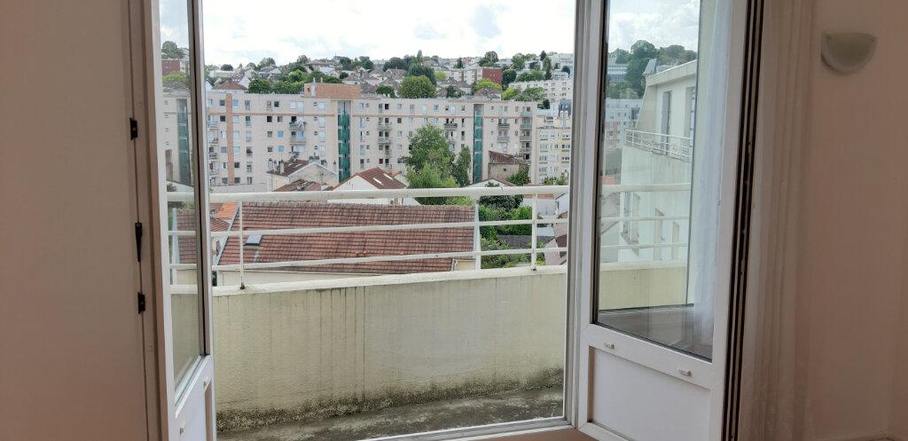 Appartement à louer 3 50.91m2 à Issy-les-Moulineaux vignette-3