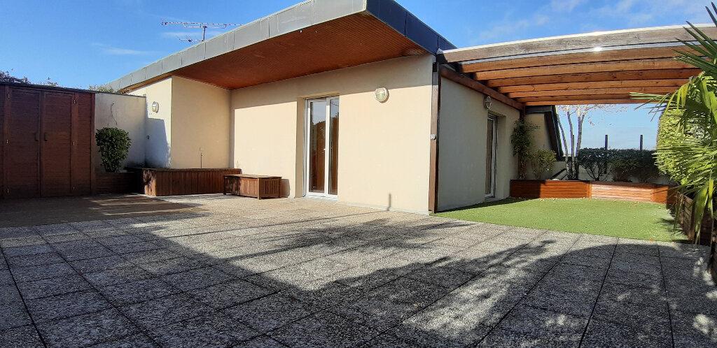 Appartement à louer 5 147.98m2 à Issy-les-Moulineaux vignette-1