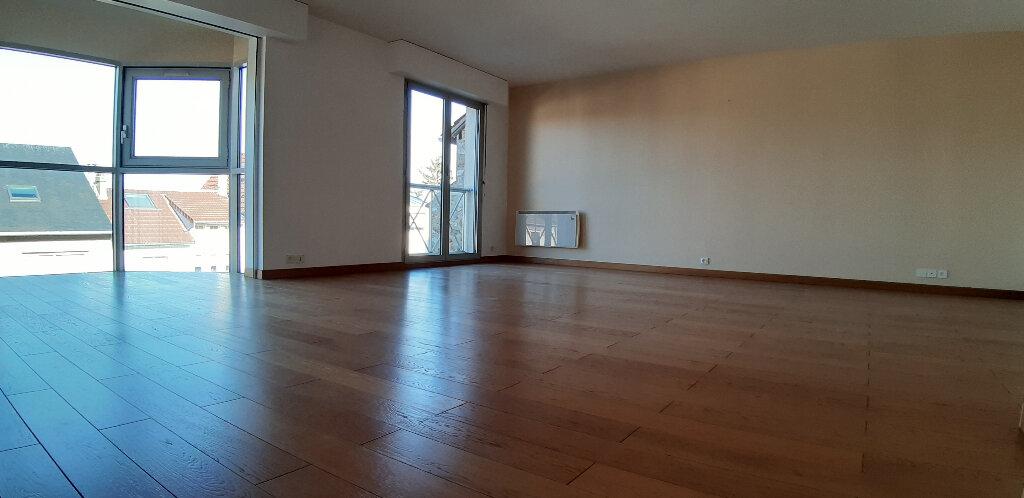 Appartement à louer 5 147.98m2 à Issy-les-Moulineaux vignette-6