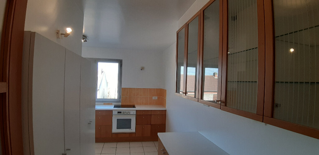 Appartement à louer 5 147.98m2 à Issy-les-Moulineaux vignette-7