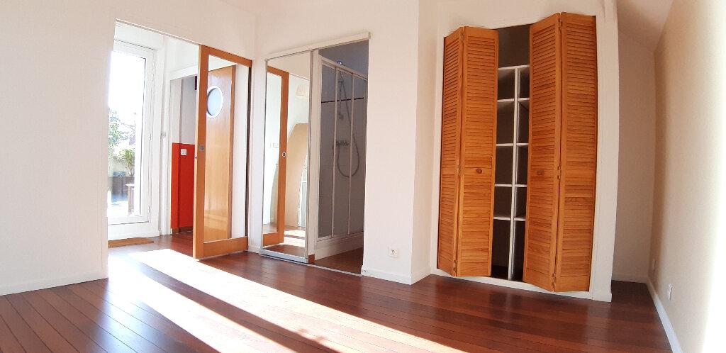 Appartement à louer 5 147.98m2 à Issy-les-Moulineaux vignette-9