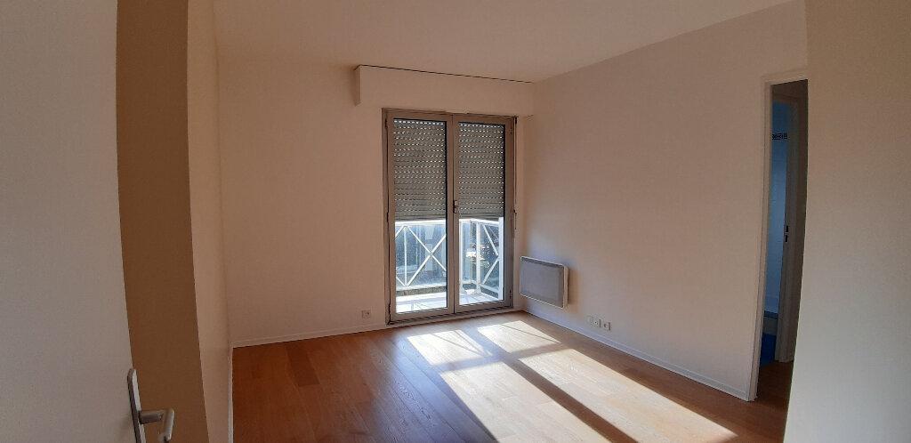 Appartement à louer 5 147.98m2 à Issy-les-Moulineaux vignette-13