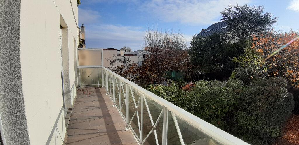 Appartement à louer 5 147.98m2 à Issy-les-Moulineaux vignette-14