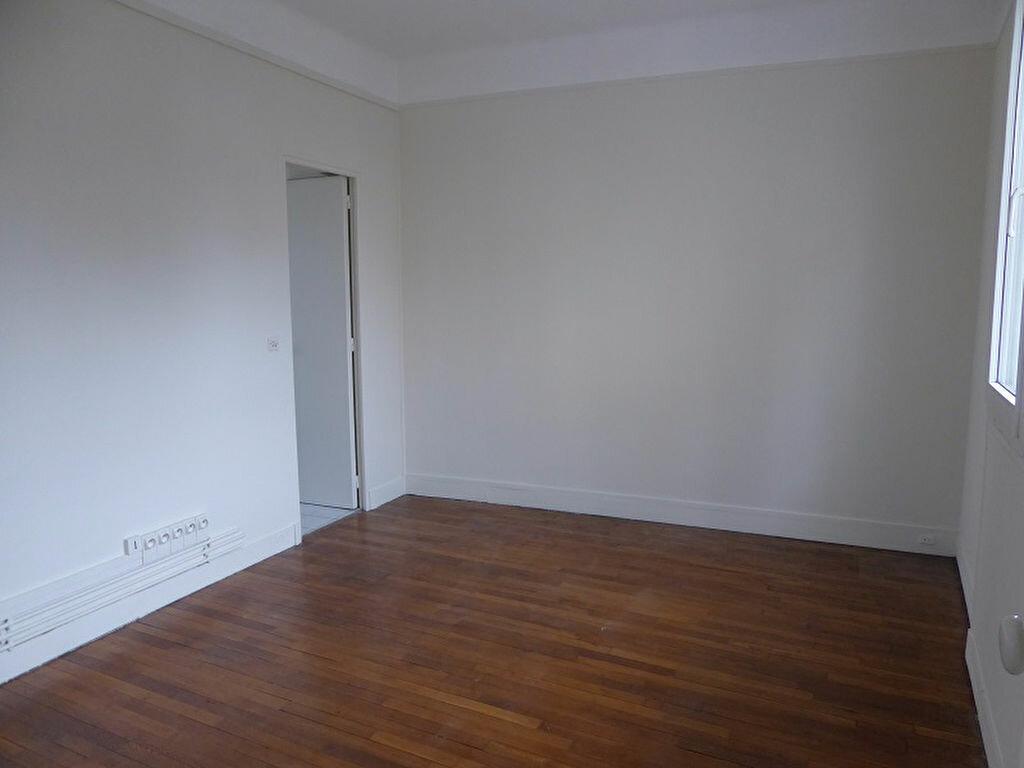 Appartement à louer 3 60m2 à Châtillon vignette-3