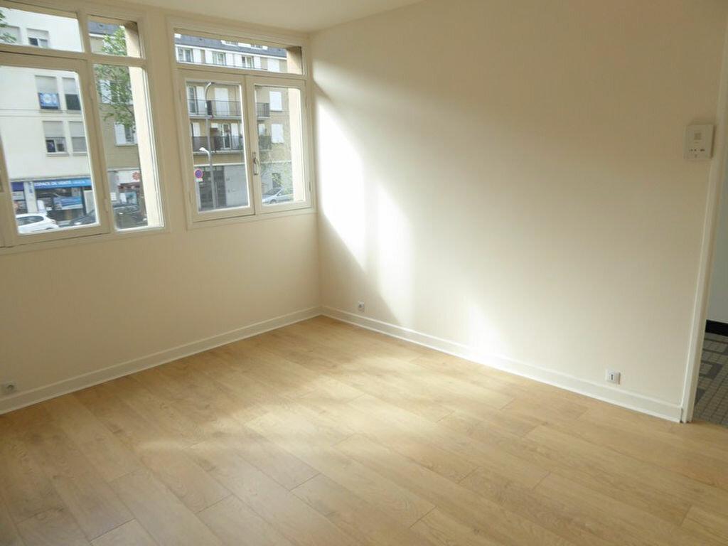 Appartement à louer 2 33m2 à Châtillon vignette-1