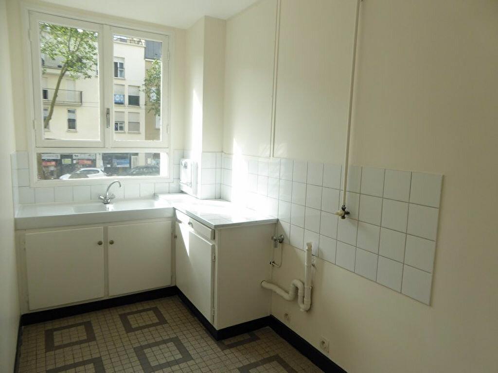 Appartement à louer 2 33m2 à Châtillon vignette-2