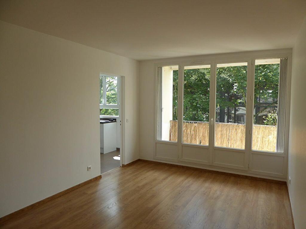 Appartement à louer 3 54.4m2 à Le Plessis-Robinson vignette-1