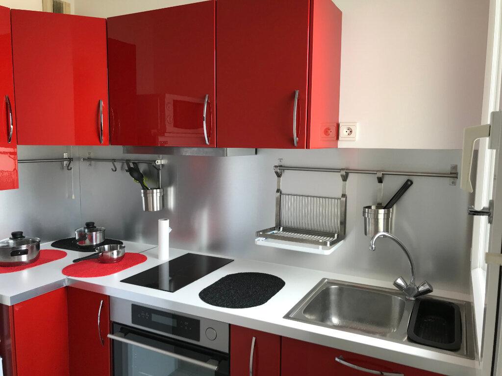 Appartement à louer 1 27m2 à Châtillon vignette-2