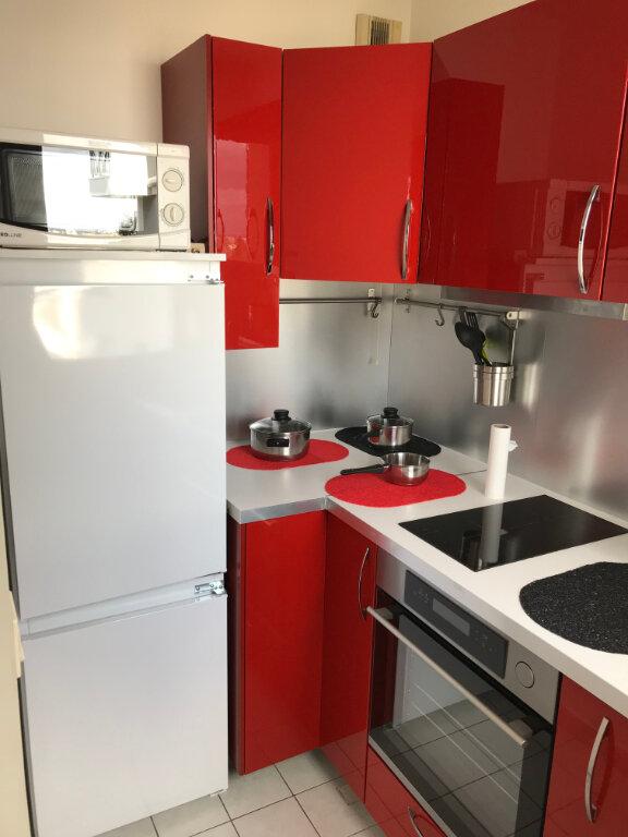 Appartement à louer 1 27m2 à Châtillon vignette-3