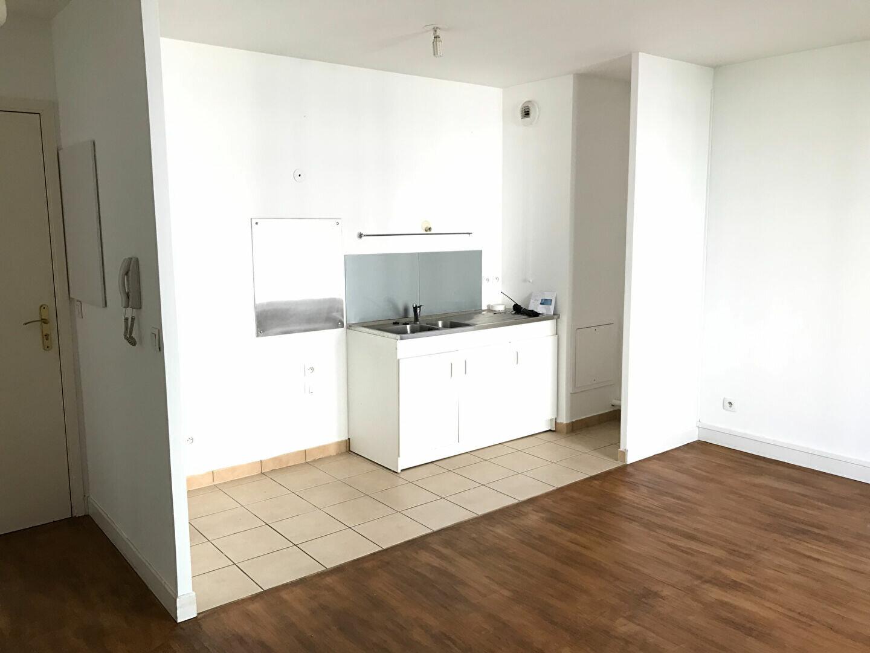 Appartement à louer 3 53m2 à Châtillon vignette-2