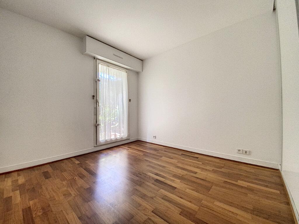 Appartement à louer 4 89.5m2 à Châtillon vignette-3