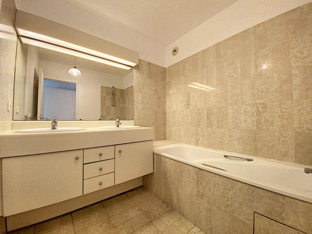 Appartement à louer 4 89.5m2 à Châtillon vignette-4