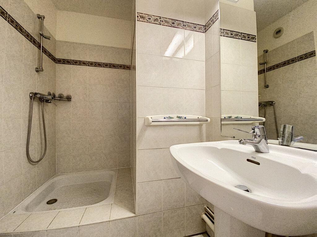 Appartement à louer 4 89.5m2 à Châtillon vignette-5