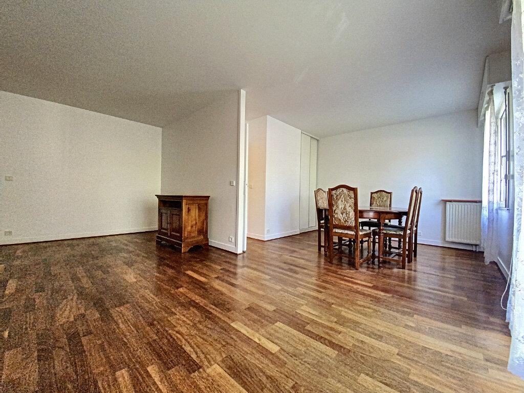 Appartement à louer 4 89.5m2 à Châtillon vignette-9