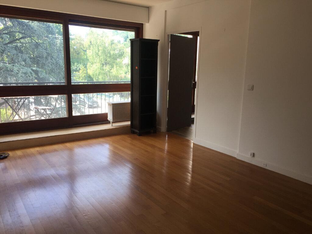 Appartement à louer 2 49.35m2 à Le Plessis-Robinson vignette-2