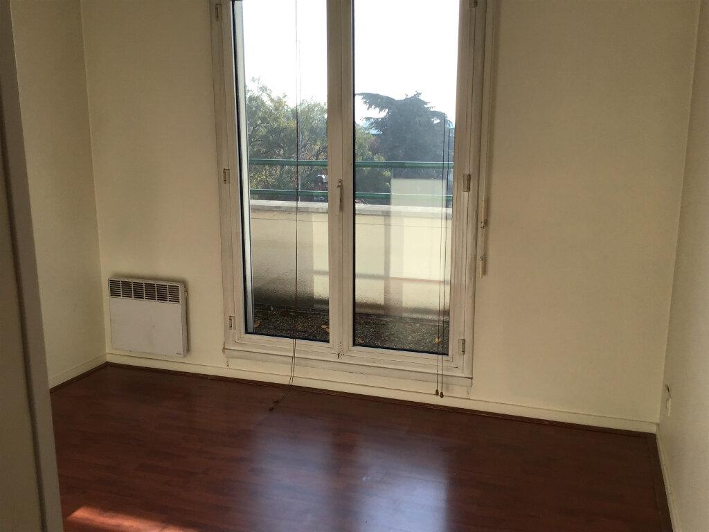 Appartement à louer 3 63.87m2 à Châtenay-Malabry vignette-3