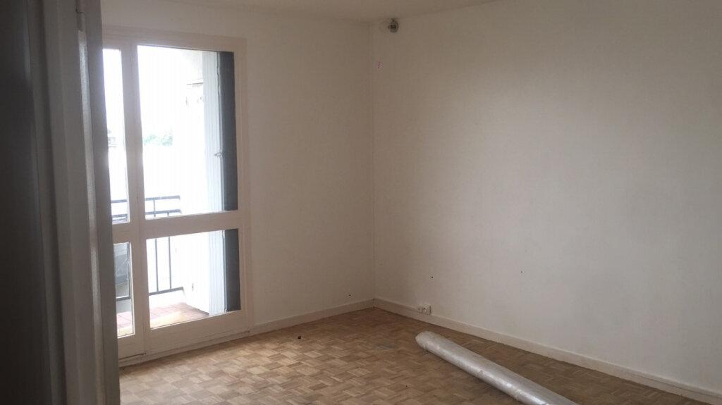 Appartement à louer 4 65.81m2 à Fresnes vignette-2