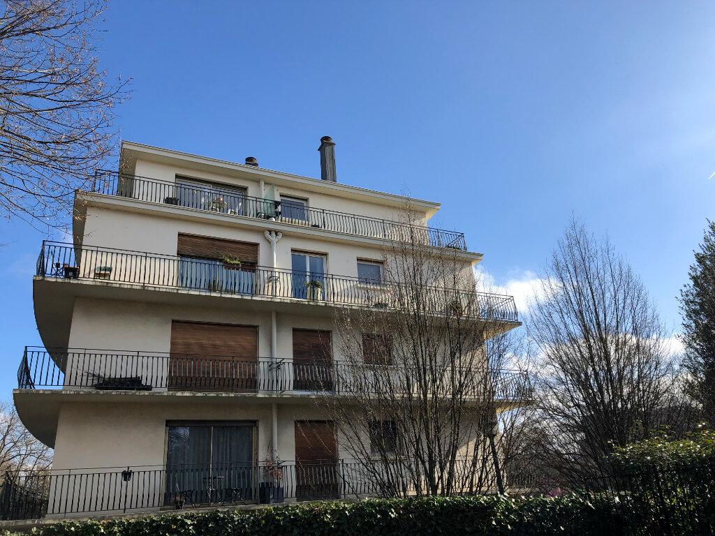 Appartement à louer 2 49.76m2 à Le Plessis-Robinson vignette-1