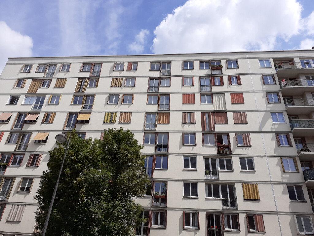 Appartement à louer 3 50m2 à Paris 15 vignette-1