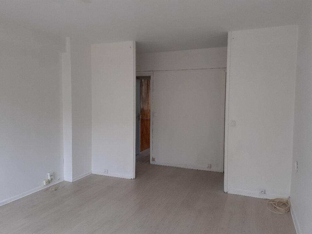 Appartement à louer 3 50m2 à Paris 15 vignette-4