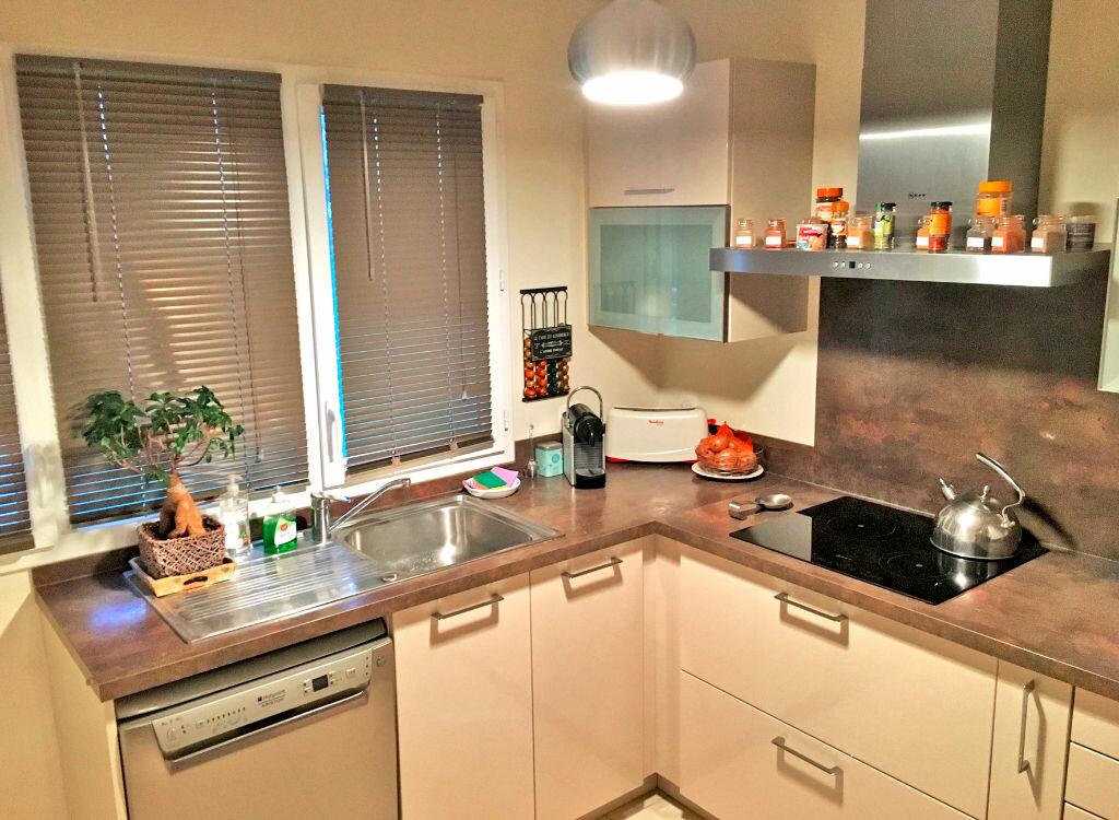 Appartement à louer 3 64m2 à Sucy-en-Brie vignette-3