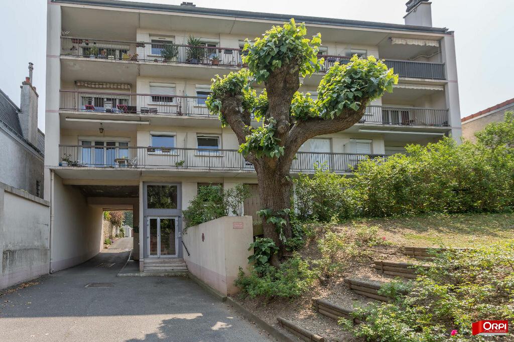 Appartement à vendre 5 124.61m2 à Sucy-en-Brie vignette-1