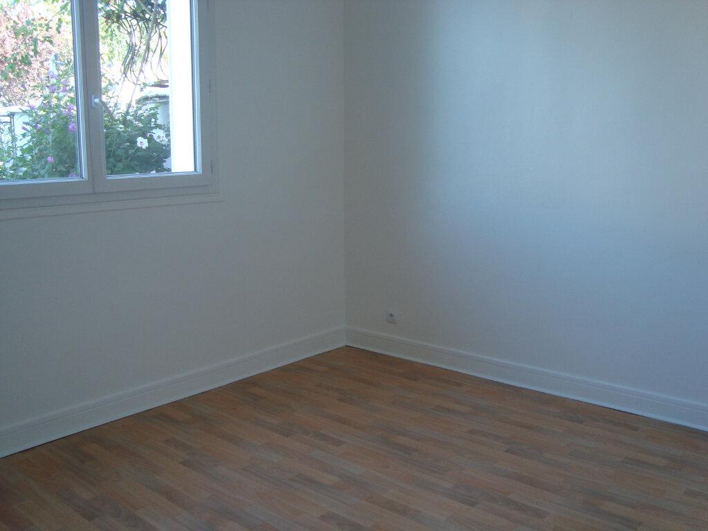 Appartement à louer 3 70.57m2 à Noiseau vignette-4
