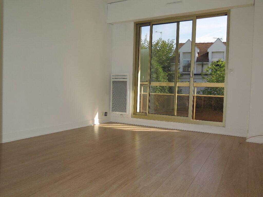 Appartement à louer 3 67.59m2 à Nogent-sur-Marne vignette-2