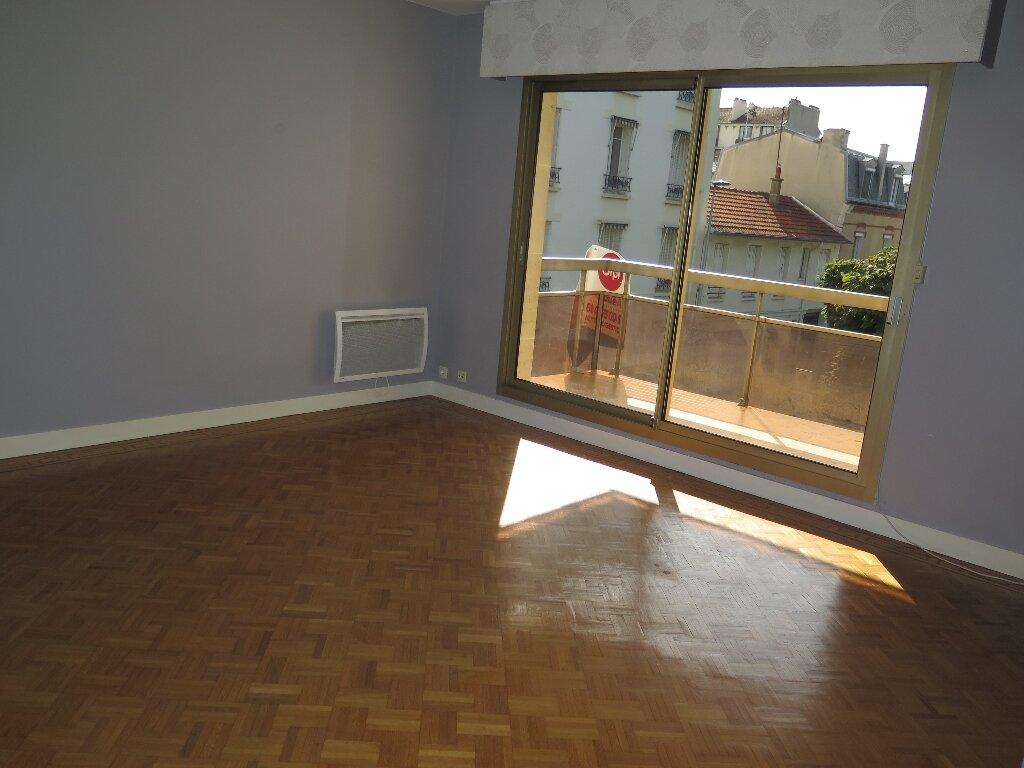 Appartement à louer 3 67.59m2 à Nogent-sur-Marne vignette-5