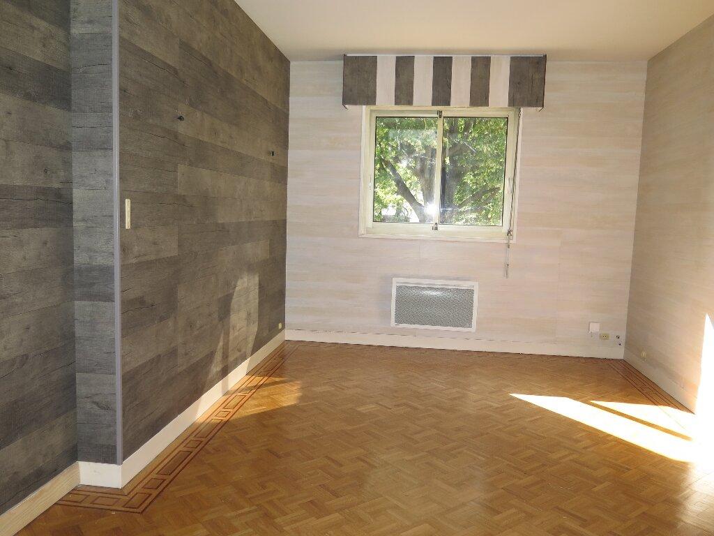 Appartement à louer 3 67.59m2 à Nogent-sur-Marne vignette-6