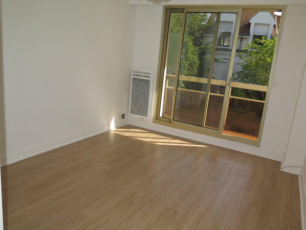Appartement à louer 3 67.59m2 à Nogent-sur-Marne vignette-7