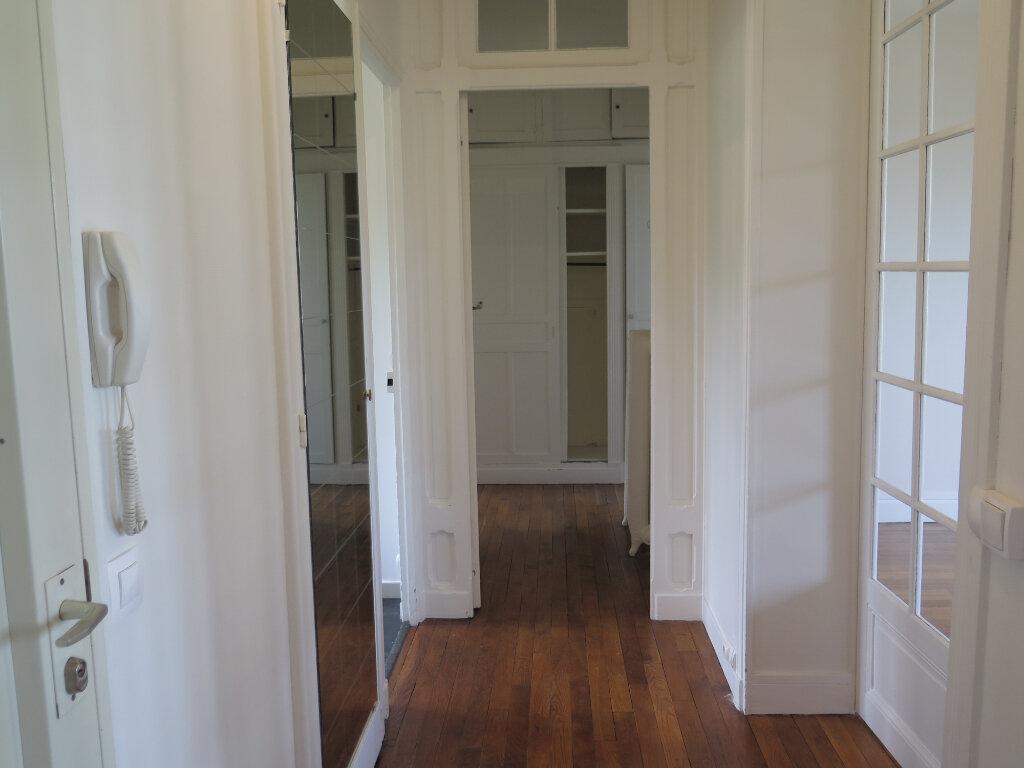 Appartement à louer 3 79.77m2 à Nogent-sur-Marne vignette-2