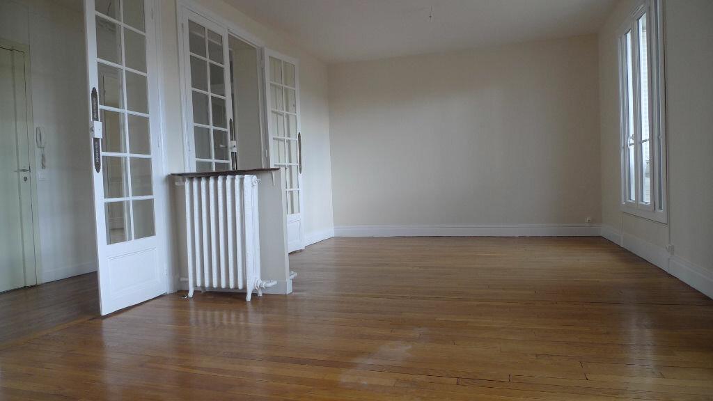 Appartement à louer 3 79.77m2 à Nogent-sur-Marne vignette-3